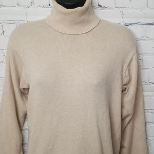 Lord & Taylor turtleneck cashmere sweater